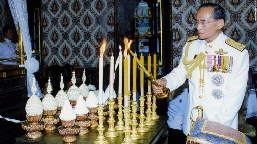 ในหลวง สวรรคต_161010122517-14-thailand-king-bhumibol-adulyadej-obit-super-169