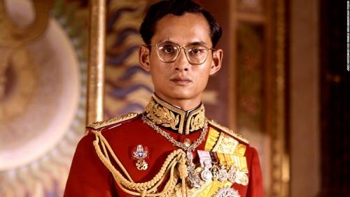 ในหลวง สวรรคต_161010124435-01-restricted-thailand-king-bhumibol-adulyadej-super-169
