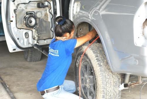 สาว อู่ ซ่อม รถ_3D33C40DA4814DCABC6A0DEFDCB57DA3